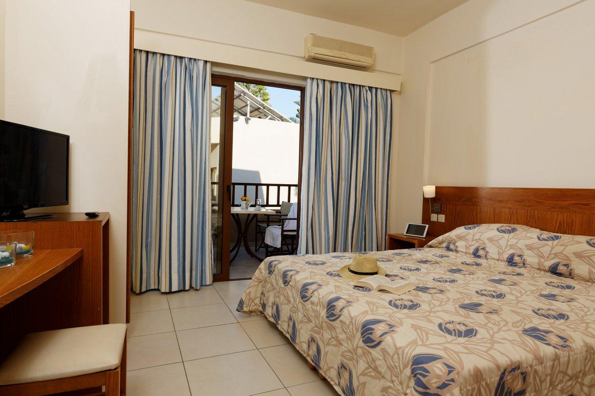 TWO BEDROOM APT THE 1 BEDROOM
